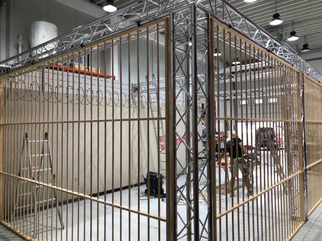Sonderanfertigung der Gitter aus Holzlatten und -stäben.