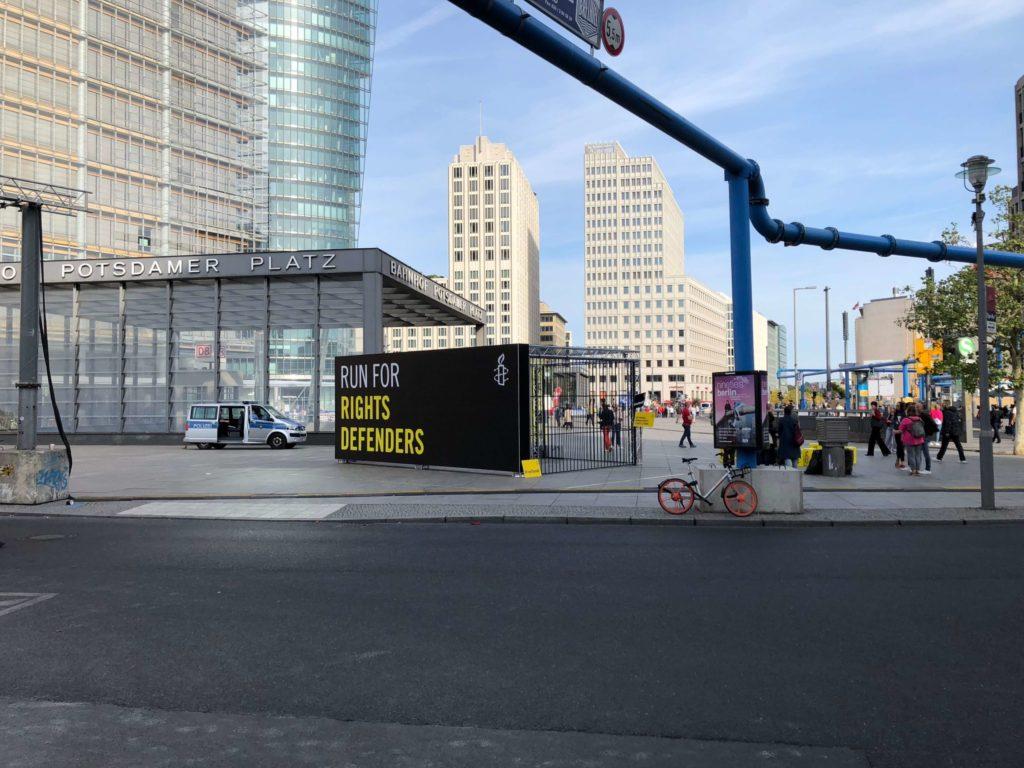 Sonderanfertigung einer Aktionsfläche an der Strecke des Berlin-Marathons.