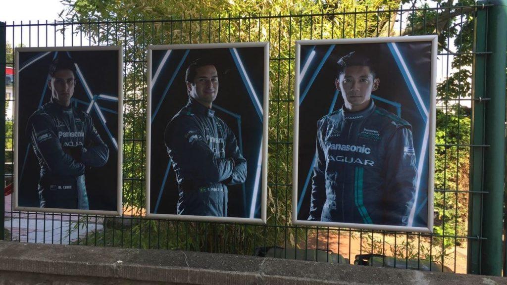 Plakatdruck, Snap-Fix Posterrahmen an einem Zaun zu einem Event aufgegangen.