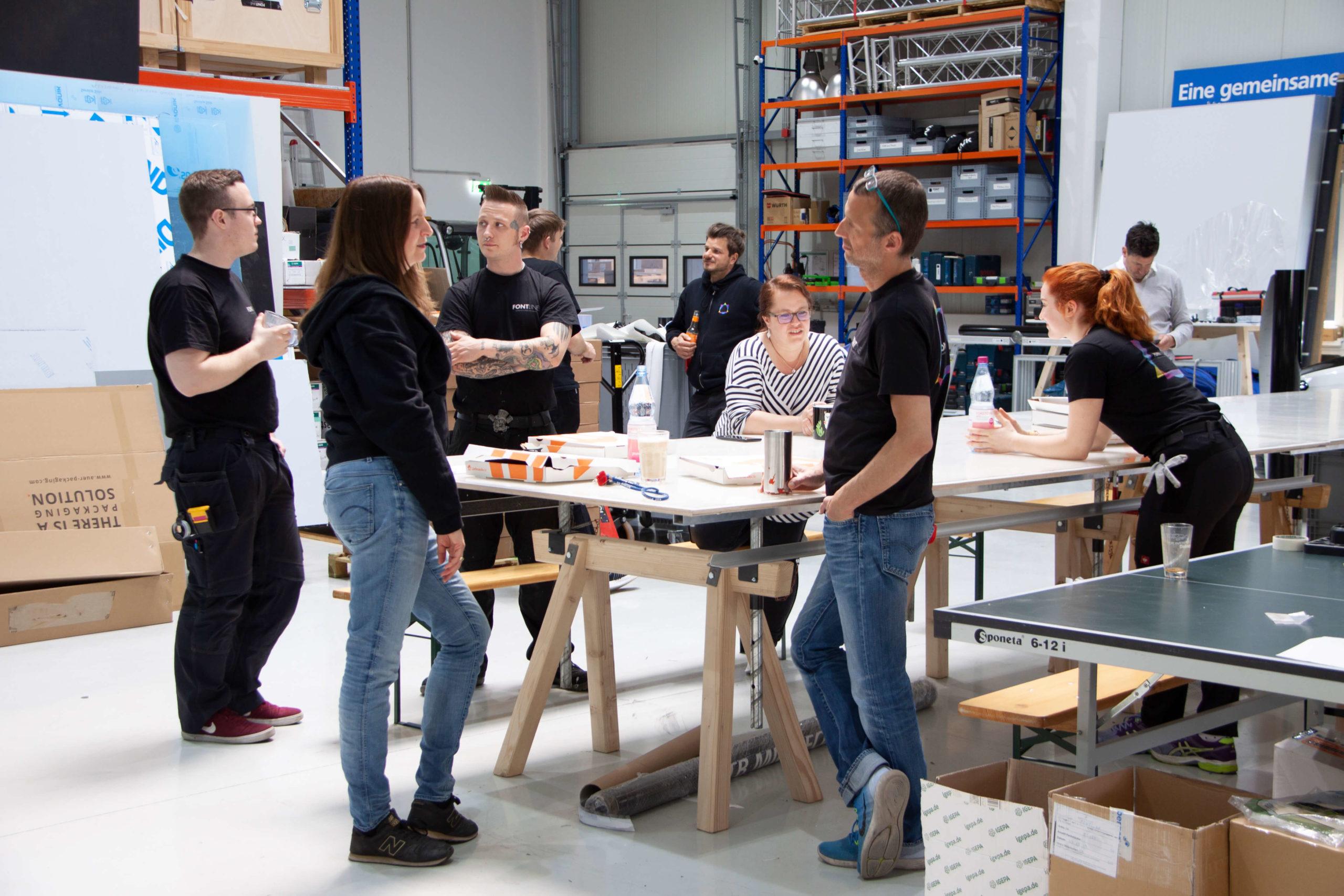 Ein Gruppenbild von Mitarbeiter während eine Teambuilding Maßnahme.